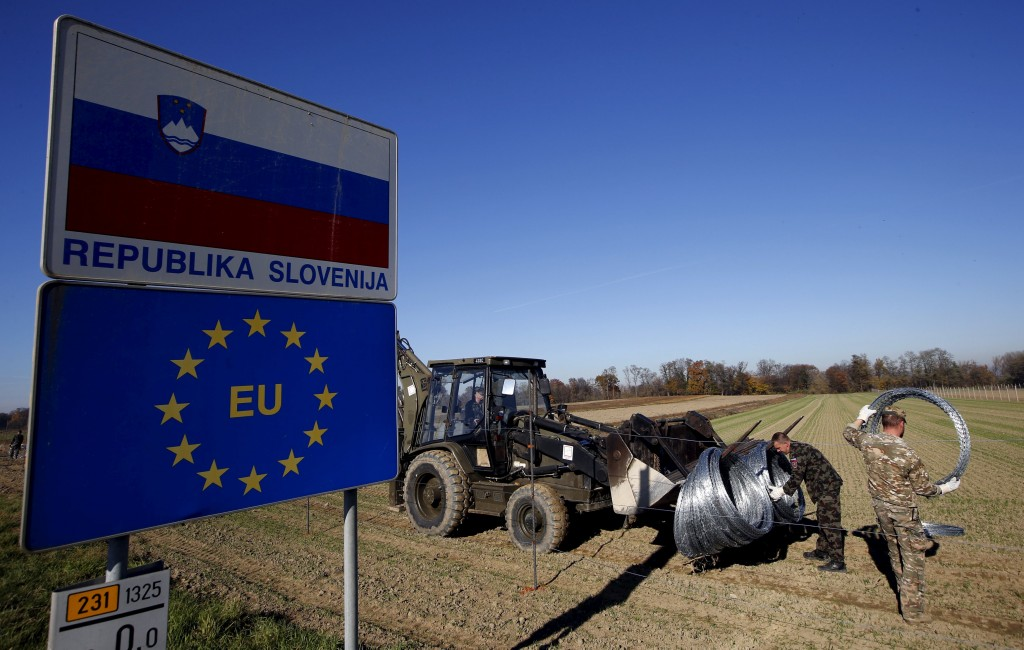 Slovenian soldiers set up barbed wire barriers in the village Gibina, Slovenia, November 11, 2015. Trucks carrying wire fencing arrived in the Slovenian village of Gibina close to the border with Croatia early on Wednesday, a day after the government said it would start erecting barriers to control the flow of migrants. REUTERS/Srdjan Zivulovic