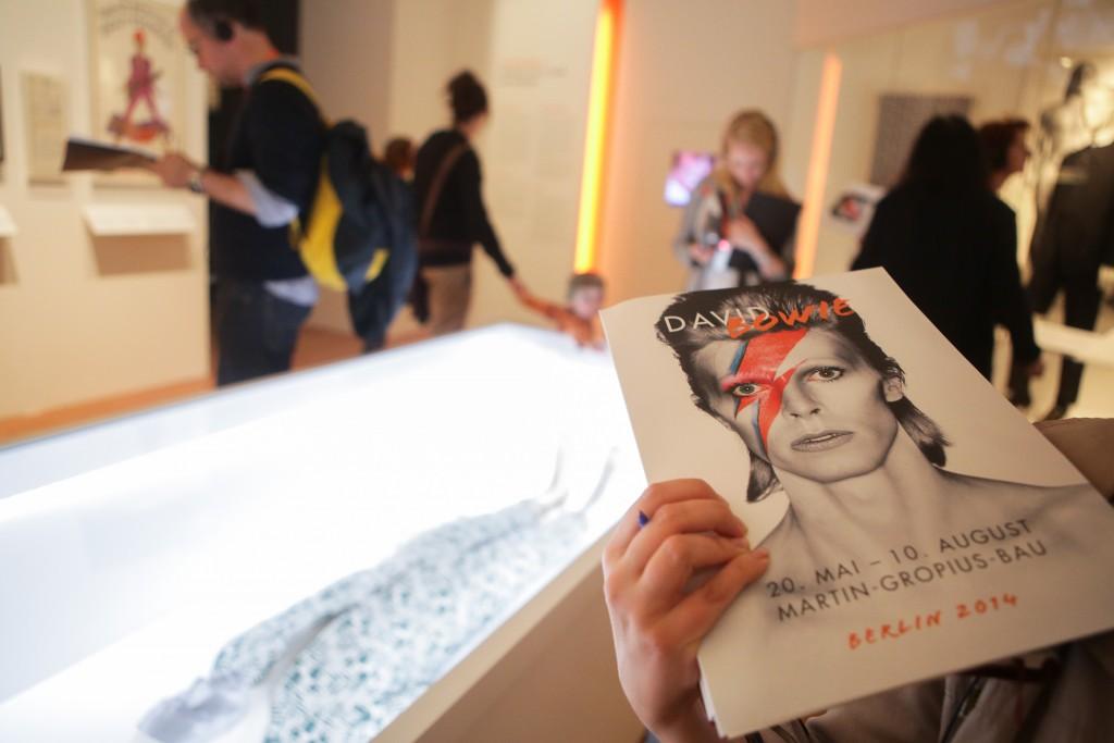 Στην έκθεση «David Bowie is» στο Martin Gropius Bau στο Βερολίνο (Photo by Christian Marquardt/Getty Images)