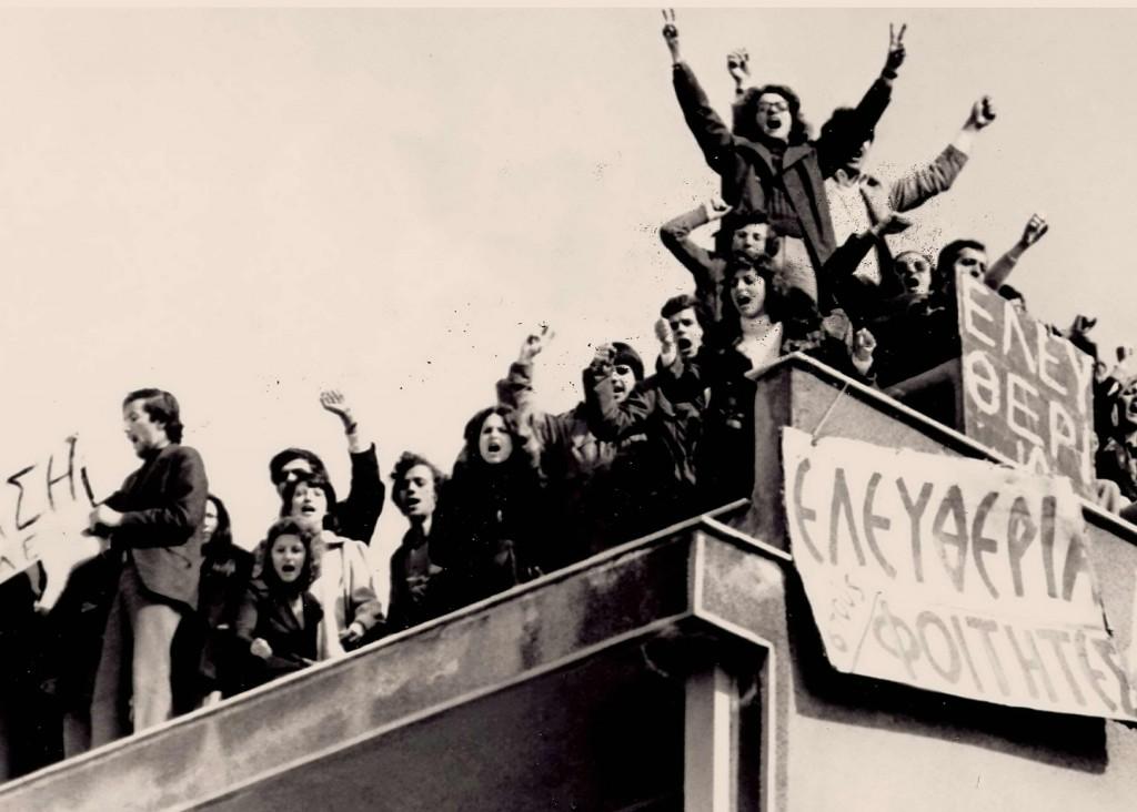 Πολύ σύντομα η εξέγερση έπαψε να είναι μόνο φοιτητική