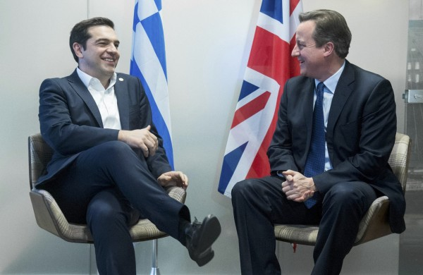 Σε εύθυμο ύφος η συνάντηση του Τσίπρα με τον βρετανό ομόλογό του (REUTERS/ Stephanie Lecocq)