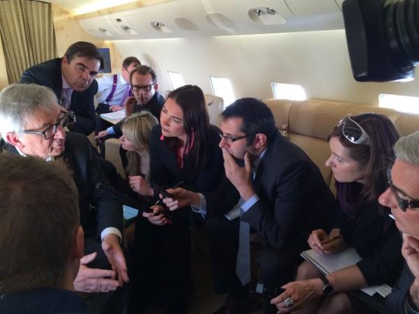 Με τον Γιουνκέρ και δημοσιογράφους σε πτήση προς την Ουκρανία για τη Σύνοδο Ευρωπαικής Ενωσης-Ουκρανίας