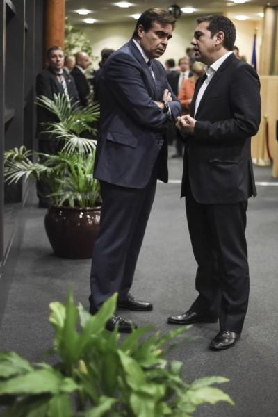 Με τον Αλέξη Τσίπρα στο περιθώριο κάποιας κρίσιμης σύσκεψης για την Ελλάδα στις Βρυξέλλες
