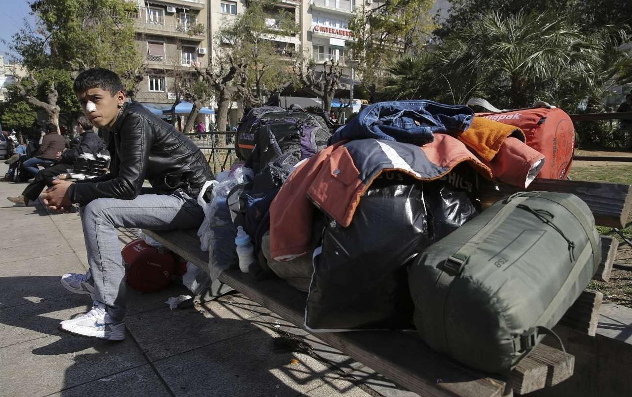 Πολλοί πρόσφυγες που έφτασαν το πρωί της Τρίτης στον Πειραιά κατέληξαν στην πλατεία Βικτωρίας αντί στο hotspot του Σχιστού