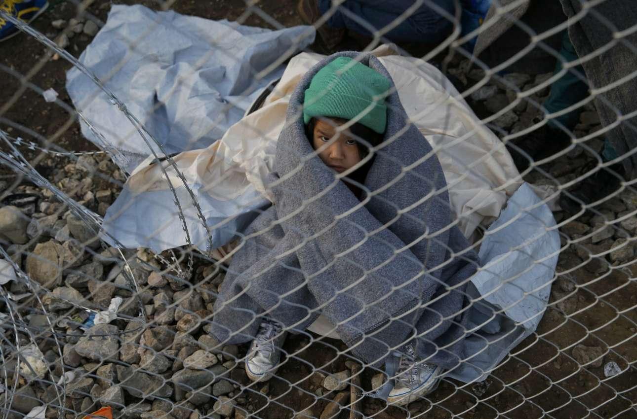 Εγκλωβισμένη στην Ειδομένη, πίσω από το σύρμα των συνόρων με την ΠΓΔΜ