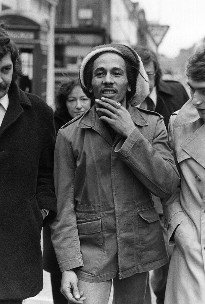 Στις 6 Απριλίου 1977, έξω από το δικαστήριο όπου του επιβλήθηκε ποινή προστίμου για κατοχή ινδικής κάνναβης