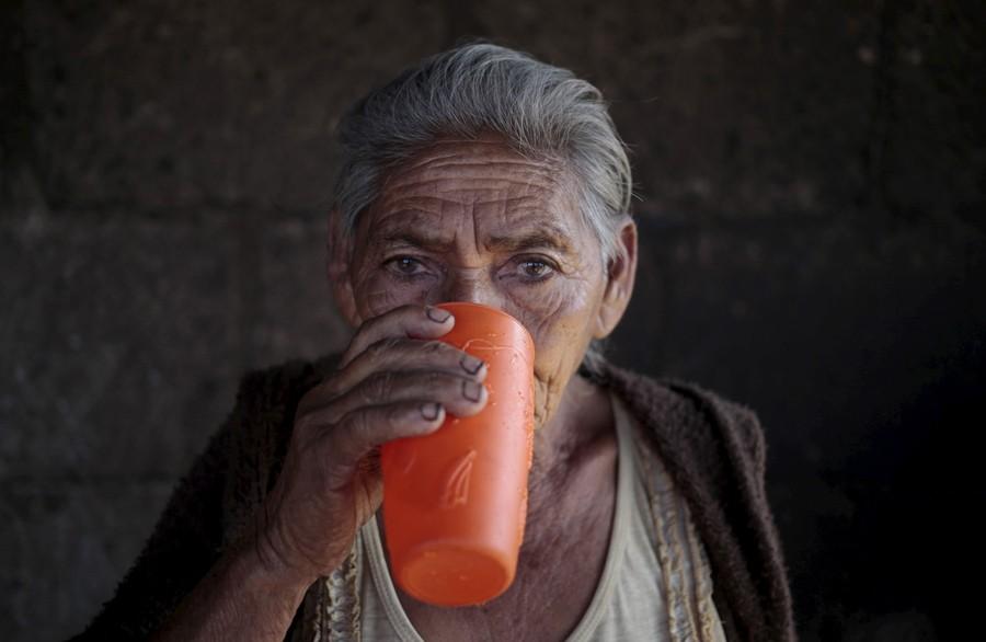 27 Φεβρουαρίου/ Ηλικιωμένη γυναίκα στην πόλη Ελ Κρουσέρο της Νικαράγουα