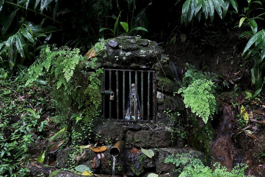 3 Μαρτίου/ Το νερό είναι πολύτιμο στο Σάο Πάολο. Την πηγή συντροφεύει ένα αγαλματίδιο αγίας