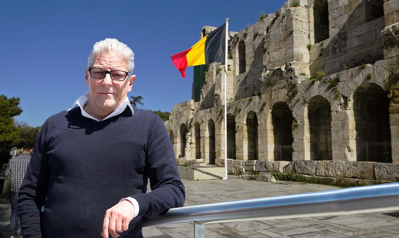Η φωτογραφία του Γιαν Φαμπρ μπροστά στη βελγική σημαία που θα κυματίζει μόνιμα μπροστά στο Ηρώδειο τα επόμενα τρία χρόνια