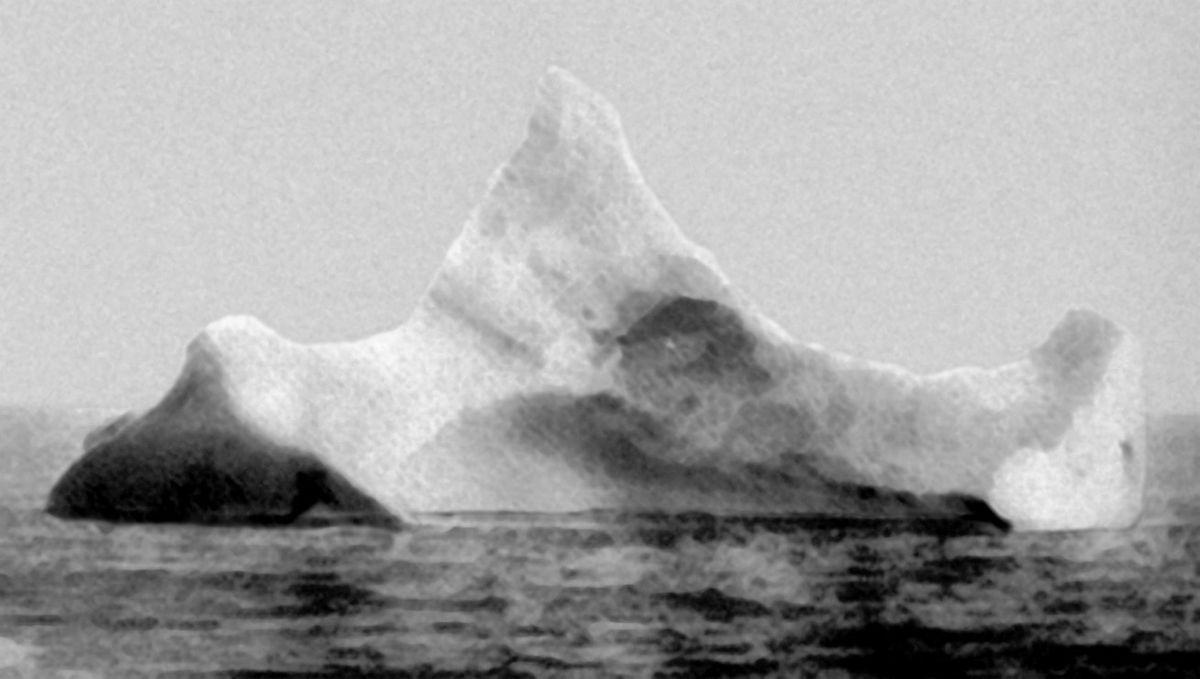 1200px-Titanic_iceberg
