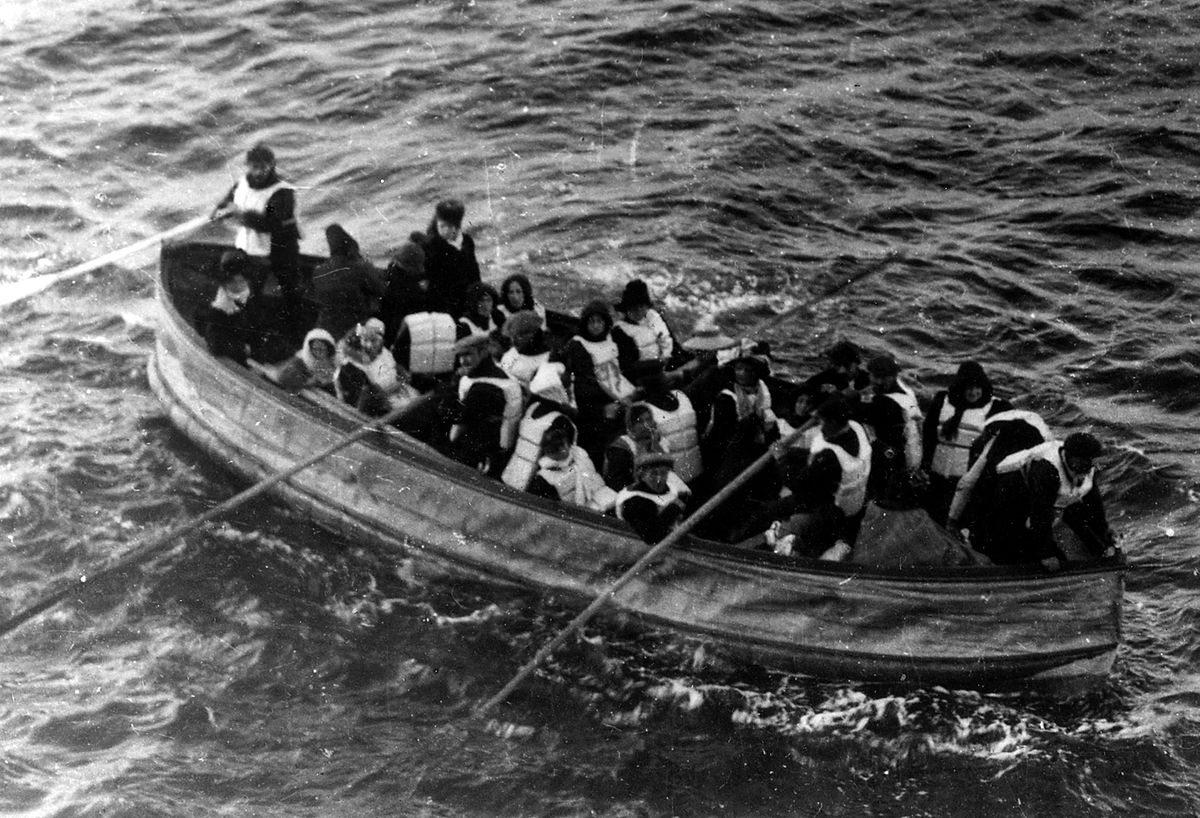 1200px-Titanic_lifeboat