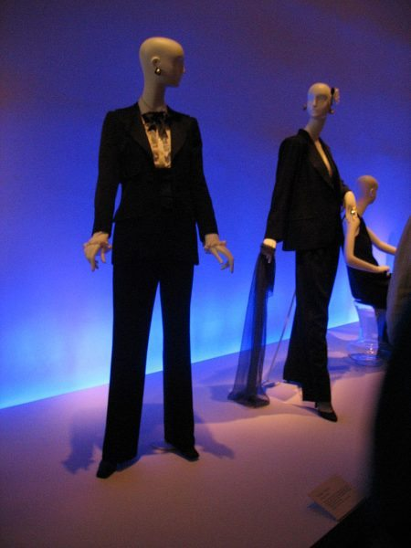 800px-Yves_St_Laurent_le_smoking_at_deYoung_Museum_San_Francisco