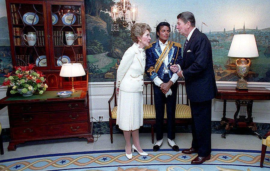 Michael_Jackson_Reagan_Pete_Souza_1984