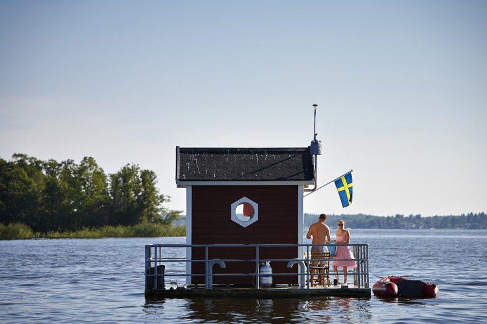 Hotel Utter Inn, Σουηδία.  Ενα υποβρύχιο ξενοδοχείο στη λίμνη Μάλαρεν. Φτάνει κανείς εκεί με θαλάσσιο ταξί, ενώ ζωή σε αυτό το ξενοδοχείο υπάρχει έξω από το νερό αφού η ταράτσα του βρίσκεται πάνω από την επιφάνεια.