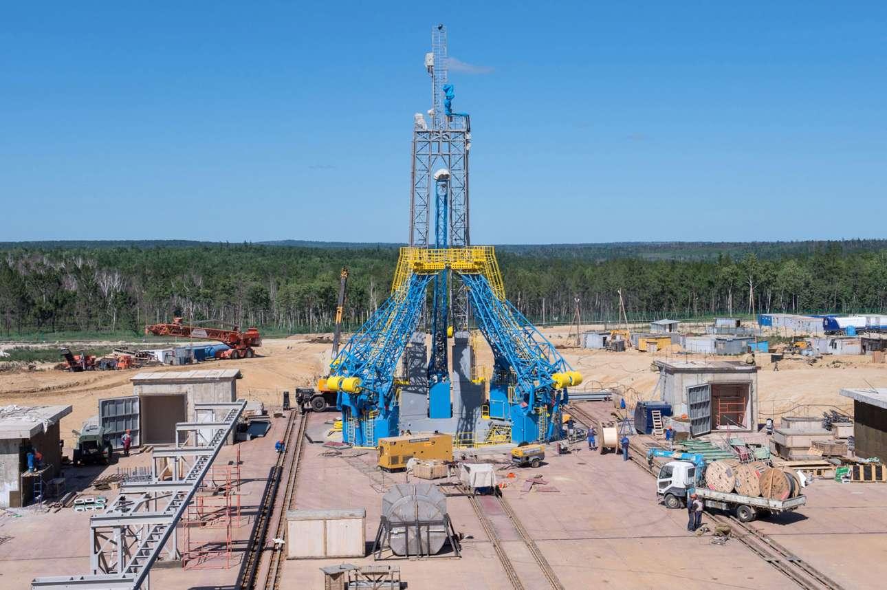 Μια φωτογραφία από τις 14 Ιουλίου 2015 δείχνει την υπό κατασκευή εξέδρα εκτόξευσης στο κοσμοδρόμιο Βοστότσνι