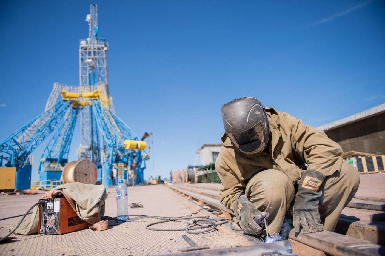Μια φωτογραφία από τις 14 Ιουλίου 2015 δείχνει έναν εργάτη επί το έργον