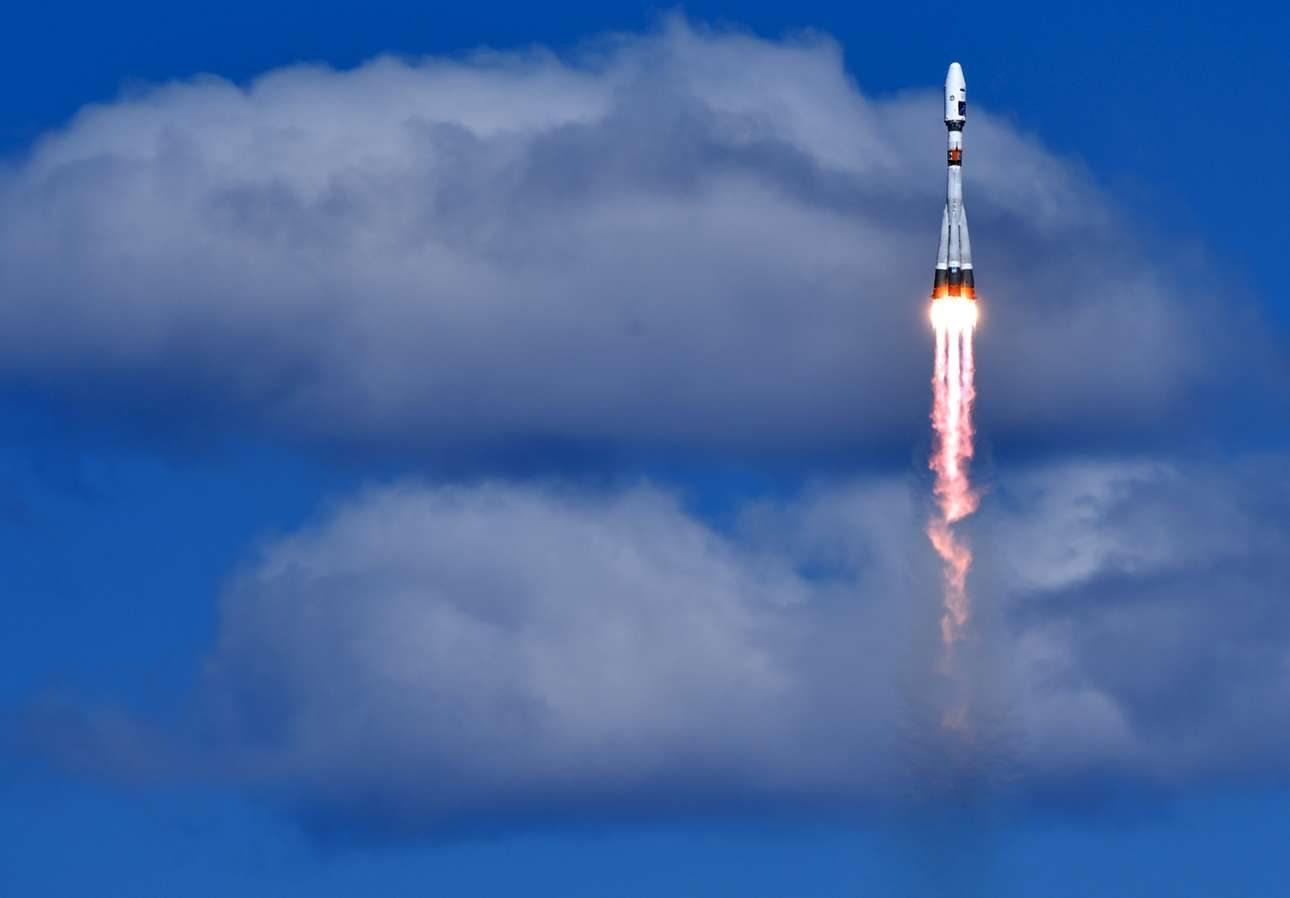 Ο πύραυλος Σογιούζ μετά την εκτόξευσή του διασχίζει τα διαφορετικά στρώματα της ατμόσφαιρας