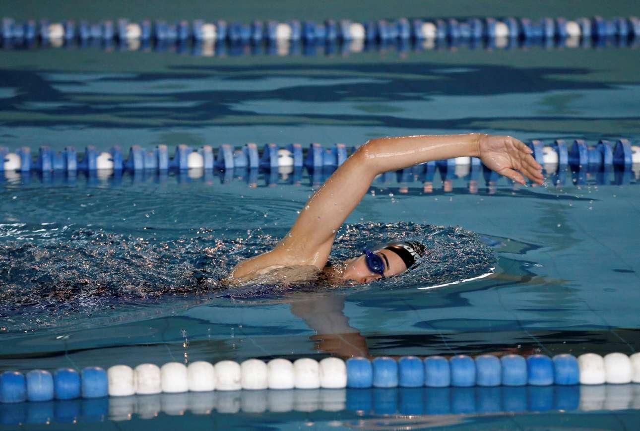 H νεαρή κάνει καθημερινά προπόνηση στο κολυμβητήριο που υπάρχει στον οικισμό Μπέιτ Σαχούρ της Βηθλεέμ