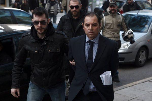 Ο Παναγιώτης Μαυρίκος όταν οδηγήθηκε στον εισαγγελέα για την υπόθεση των εκβιασμών