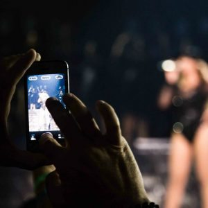 beyonce-tells-concert-goer-put-that-damn-phone-down-the-jasmine-brand