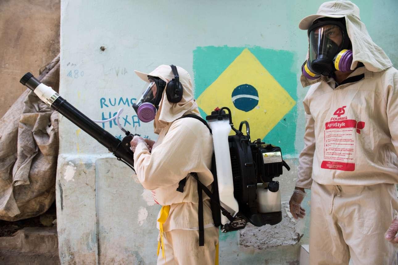 Απολύμανση στις γειτονιές της πόλης Σαλβαδόρ στην ανατολική Βραζιλία