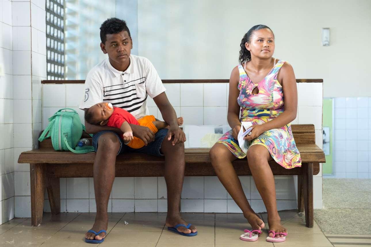 Ο Λεάντρο και η Τζαϊλμά σε νοσοκομείο μαζί με το πέντε μηνών μωρό τους που πάσχει από μικροκεφαλία