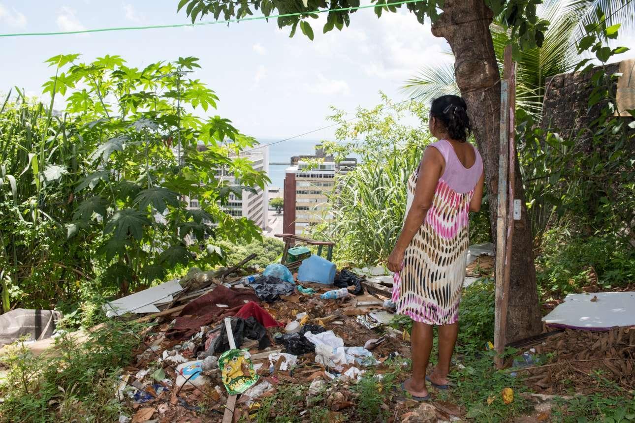 Ζωή μέσα στα σκουπίδια. Με θέα τα ψηλά κτίρια της περιοχής που μένουν οι εύποροι Βραζιλιάνοι