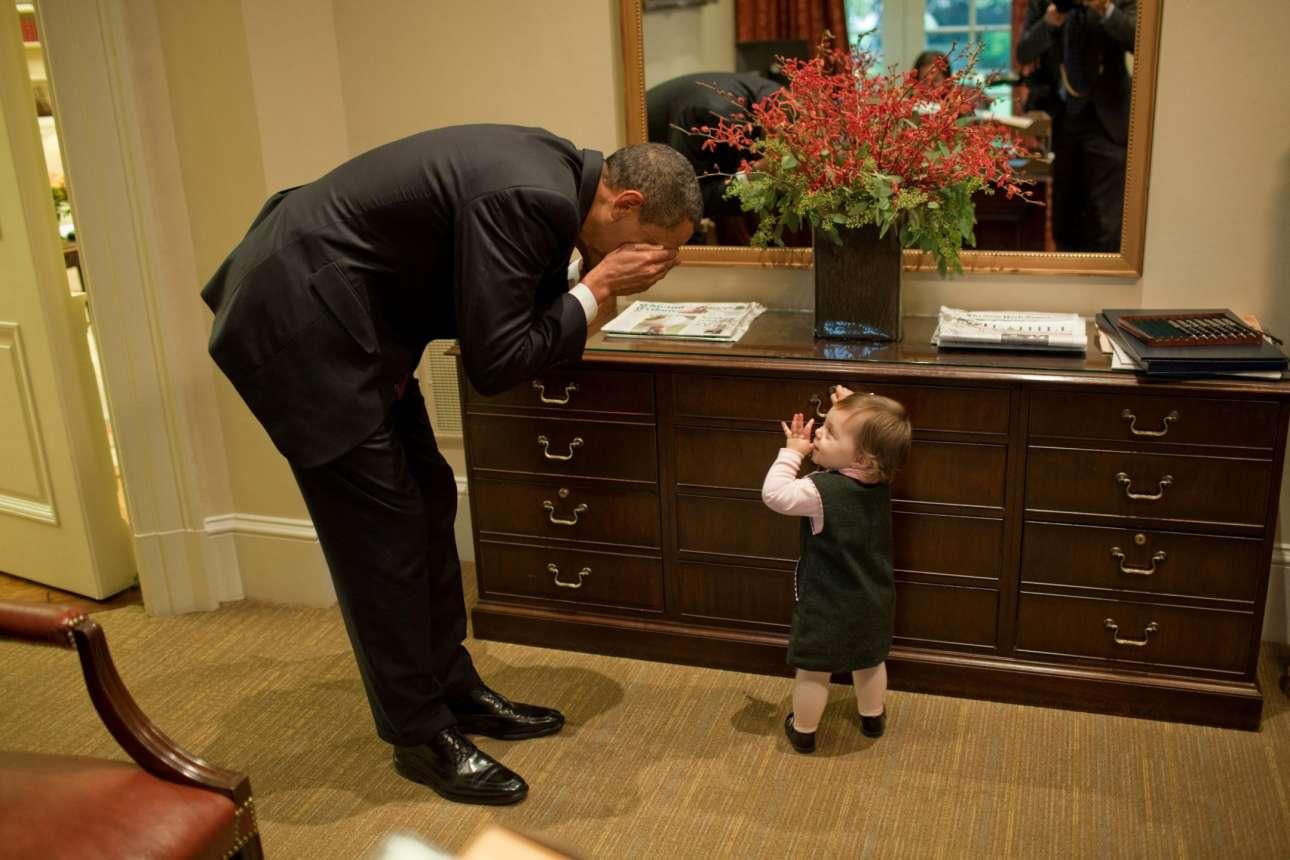 Ο Πρόεδρος παίζει κρυφτό με τη κόρη μίας εργαζόμενης του Λευκού Οίκου