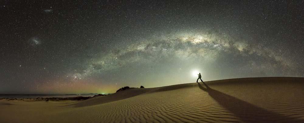 Στη συγκεκριμένη φωτογραφία, ο φωτογράφος δεν κατάφερε μόνο να απαθανατίσει ένα όμορφο περιβάλλον αλλά να συμπεριλάβει και το ανθρώπινο στοιχείο