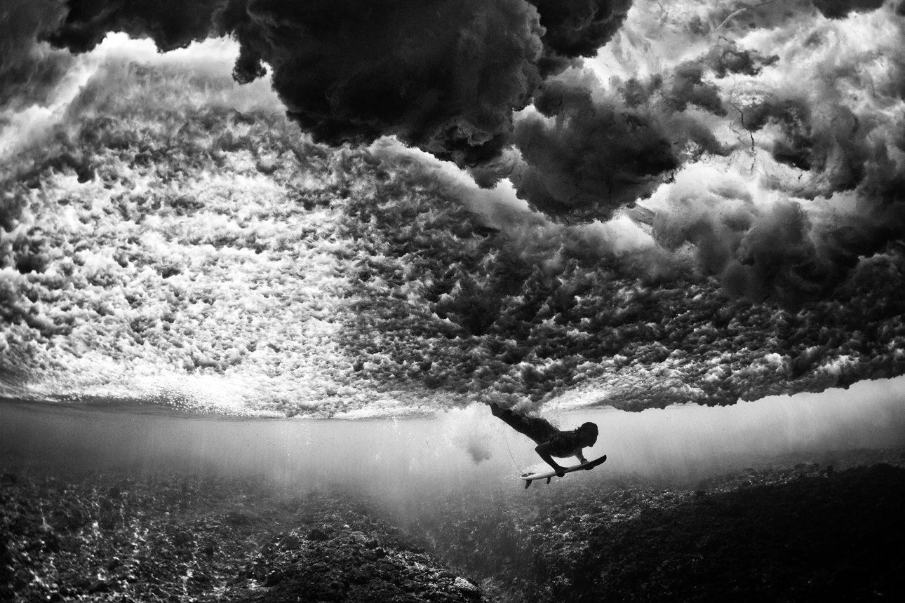 Καταπληκτική υποβρύχια λήψη με τα κύματα να μοιάζουν σαν σύννεφα