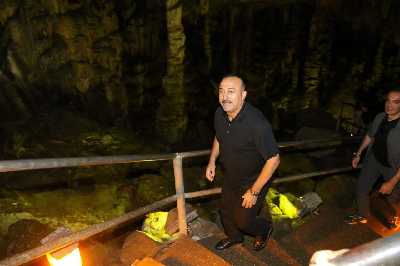 Ο Μεβλούτ Τσαβούσογλου στο σπήλαιο του Δία στο Οροπέδιο Λασιθίου