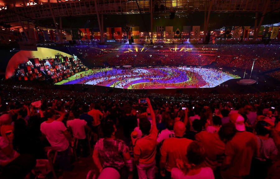 Οι κερκίδες ξεσηκώθηκαν από 1.500 χορευτές!