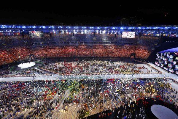 2016-08-06T023432Z_1784598636_RIOEC860753GA_RTRMADP_3_OLYMPICS-RIO-OPENING