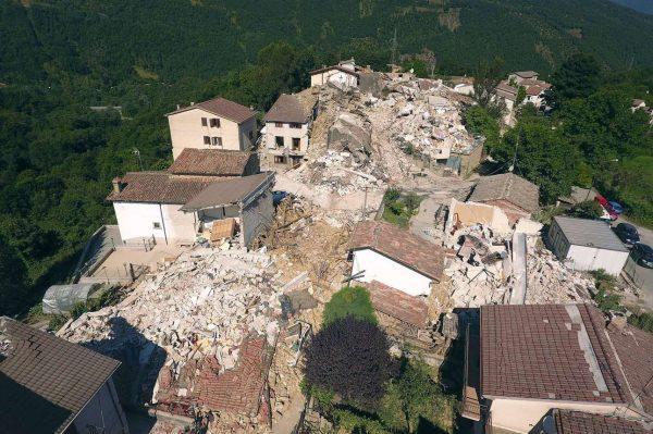 2016-08-26T165150Z_304001850_S1BETXRRMSAA_RTRMADP_3_ITALY-QUAKE