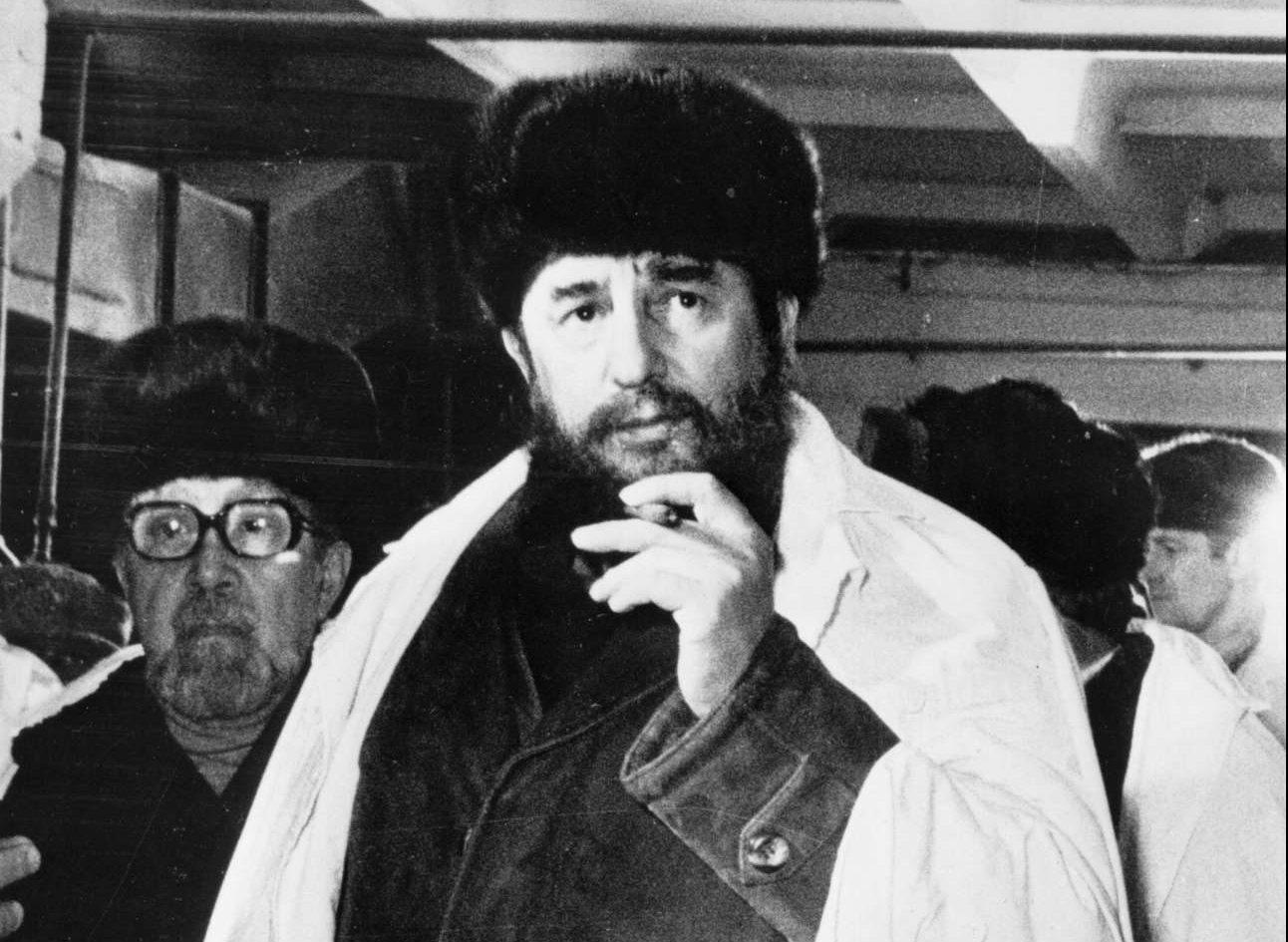 O Κάστρο με γούνινο καπέλο - και φυσικά πούρο - σε επίσκεψή του στην ΕΣΣΔ το 1981