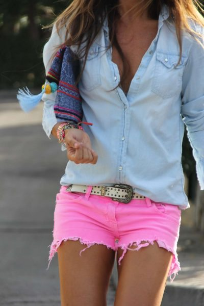 How-To-Rock-Denim-Shorts-For-Women-14
