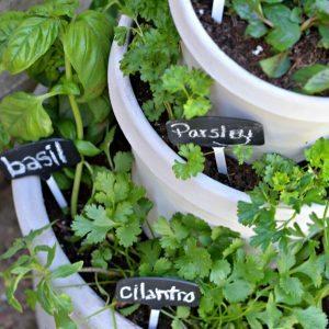 Stacked-pots-herb-garden-DIY