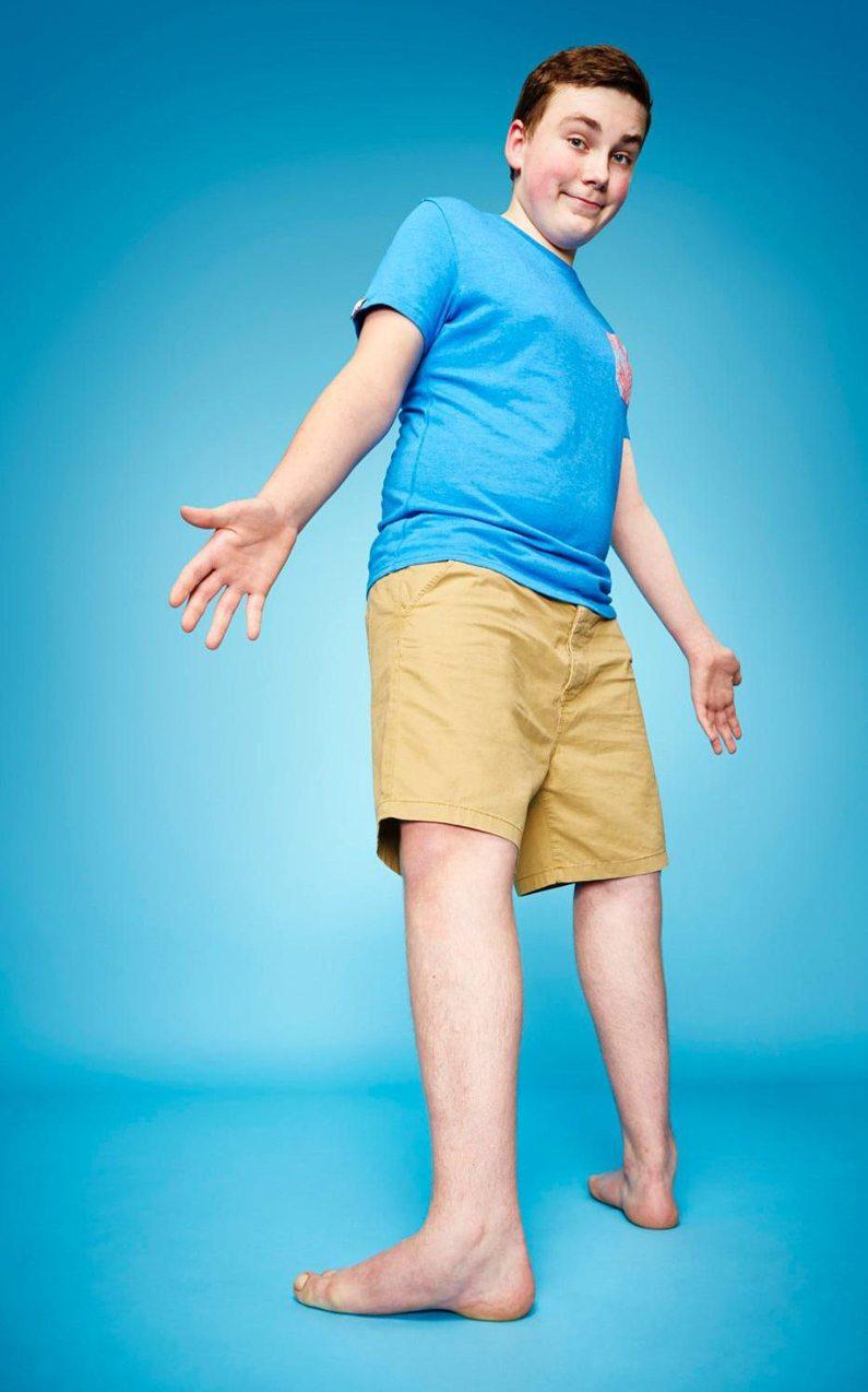 Η μεγαλύτερη περιστροφή ποδιών είναι οι 157 μοίρες και έγιναν από τον Μάξουελ Ντέι που ζει στο Λονδίνο