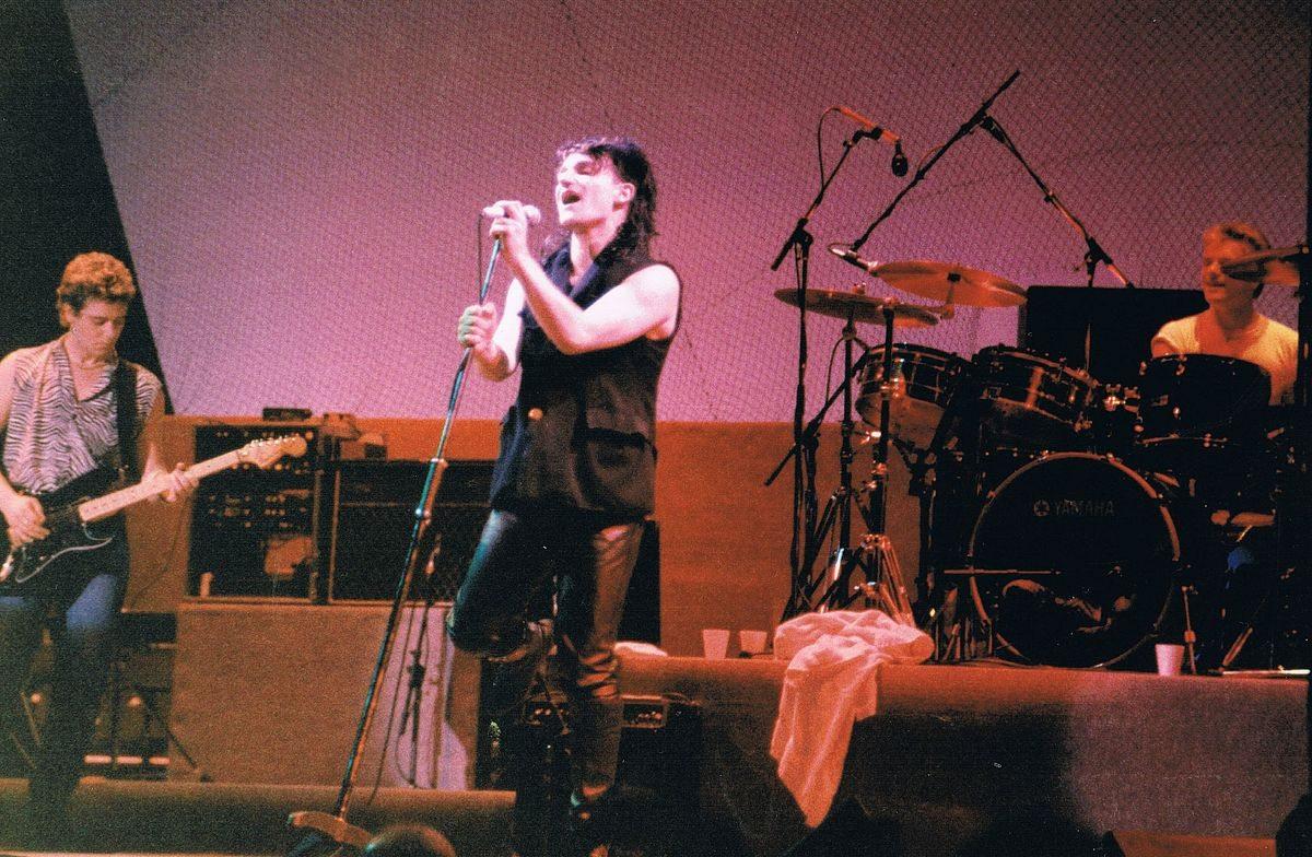 1200px-U2_on_Unforgettable_Fire_Tour_09-09-1984