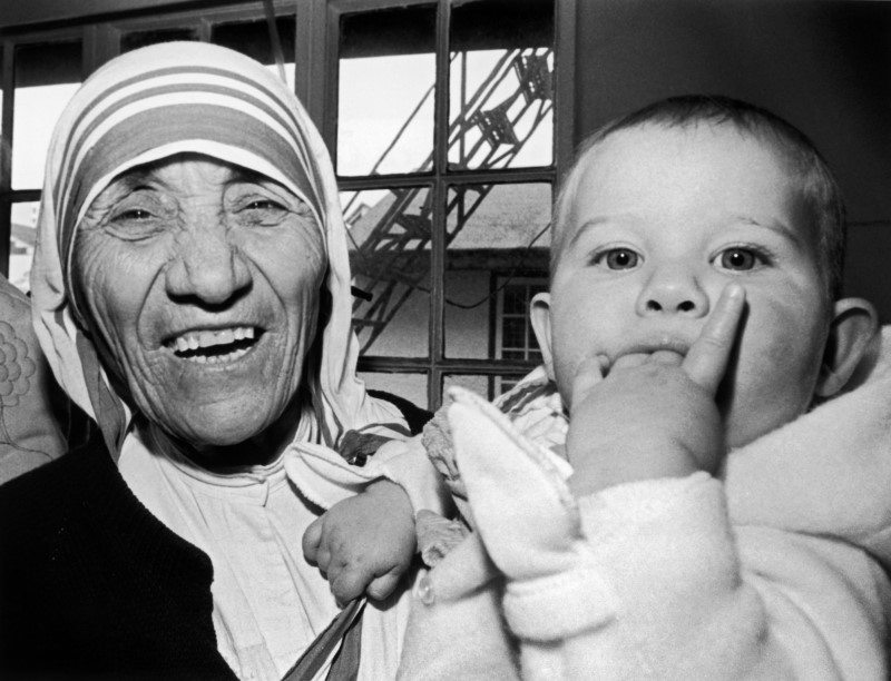 Nobel peace prize winner Mother Teresa holds nine-month-old Christina Ott from Switzerland during a signing ceremony in Hong Kong January 16, 1985. REUTERS