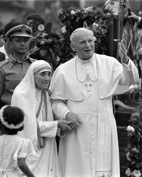 Pope John Paul II holds hands with Mother Teresa after visiting the Casa del Cuore Puro, Mother Teresa's home for the destitute and dying, in the eastern Indian city of Calcutta February 3, 1986. REUTERS/Luciano Mellace/File Photo