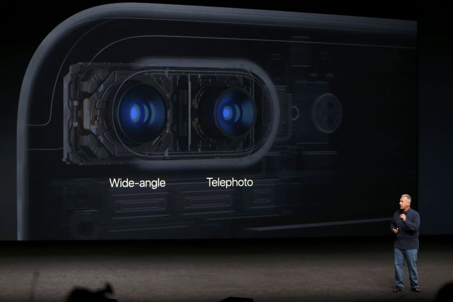 To iPhone 7 εισάγει, όντως, καινοτομίες στη φωτογραφία. Φέρει δύο κάμερες των 12 megapixel, η μία βελτιώνει τις μακρινές λήψεις
