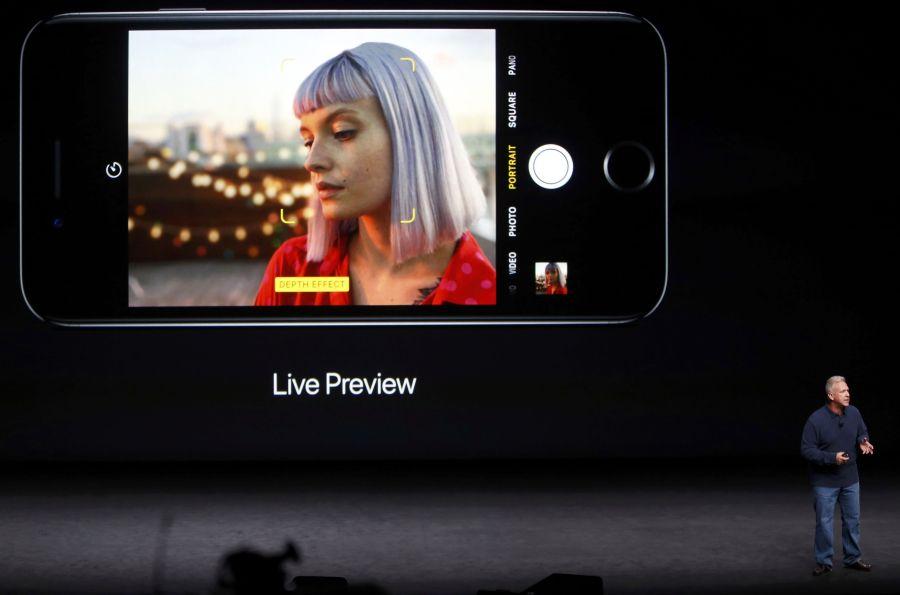 Ο Φιλ Σίλερ, αντιπρόεδρος της Apple, παρουσιάζει το νέο iphone