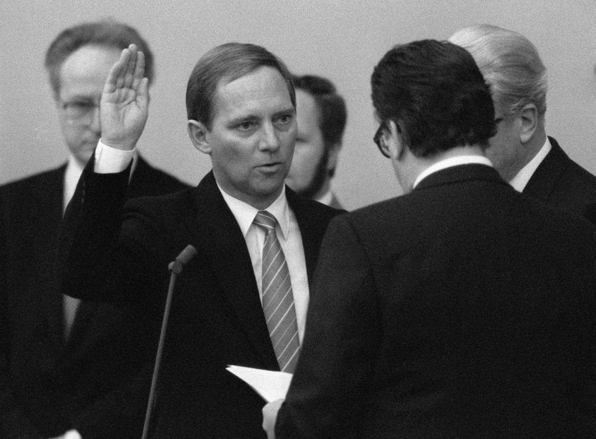 West German Chancellor Minister of special Affairs Wolfgang Schaeuble (l) taking an oath by Parliamentary President Philipp Jenninger in West German Bundestag Thursday. (AP-Photo/Hermann Knippertz) 15.11.1984