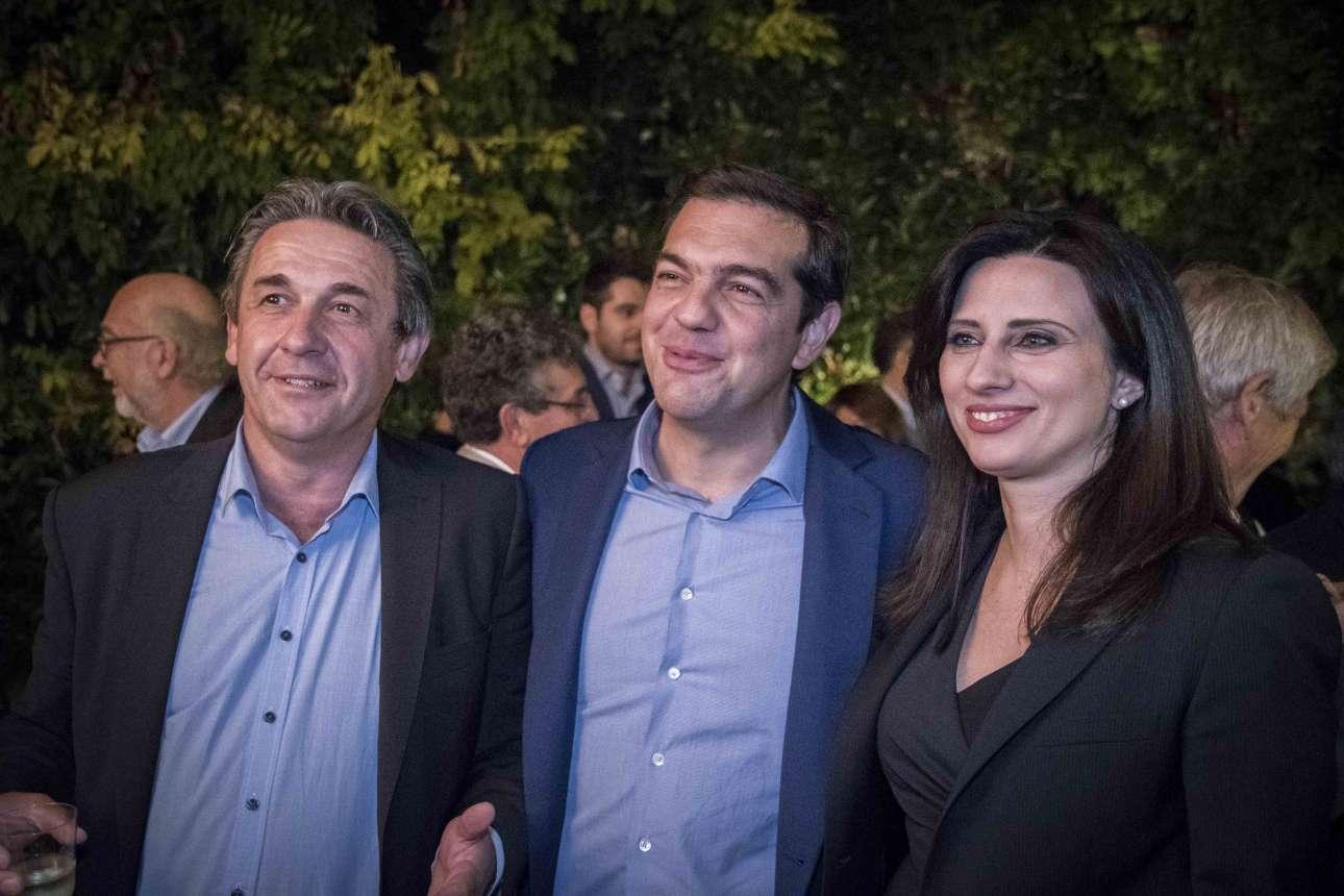 Ο Πρωθυπουργός με τη Νίνα Κασιμάτη και τον Γιάννη Στέφο