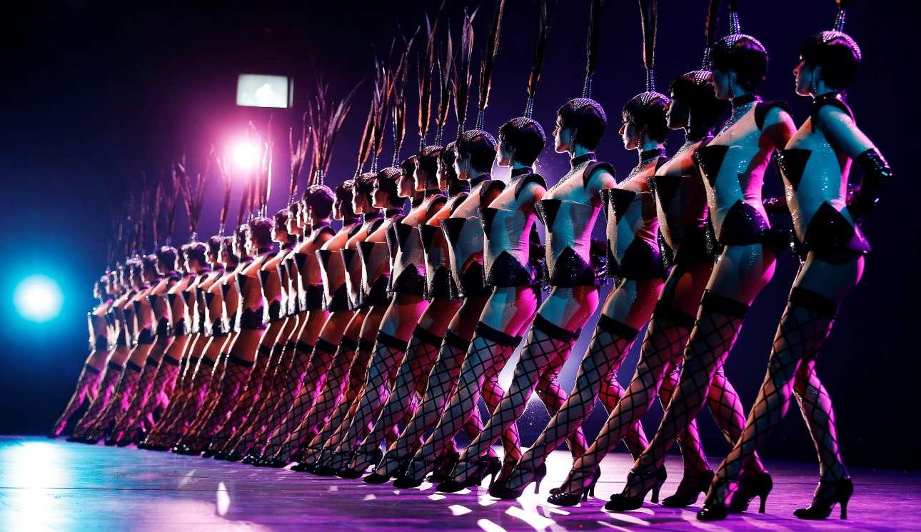 Περισσότεροι από 100 καλλιτέχνες εμφανίζονται στην περίτεχνη αυτή παραγωγή, πάνω στη μεγαλύτερη θεατρική σκηνή του κόσμου, στο «Friedrichstadt-Palast» στο Βερολίνο