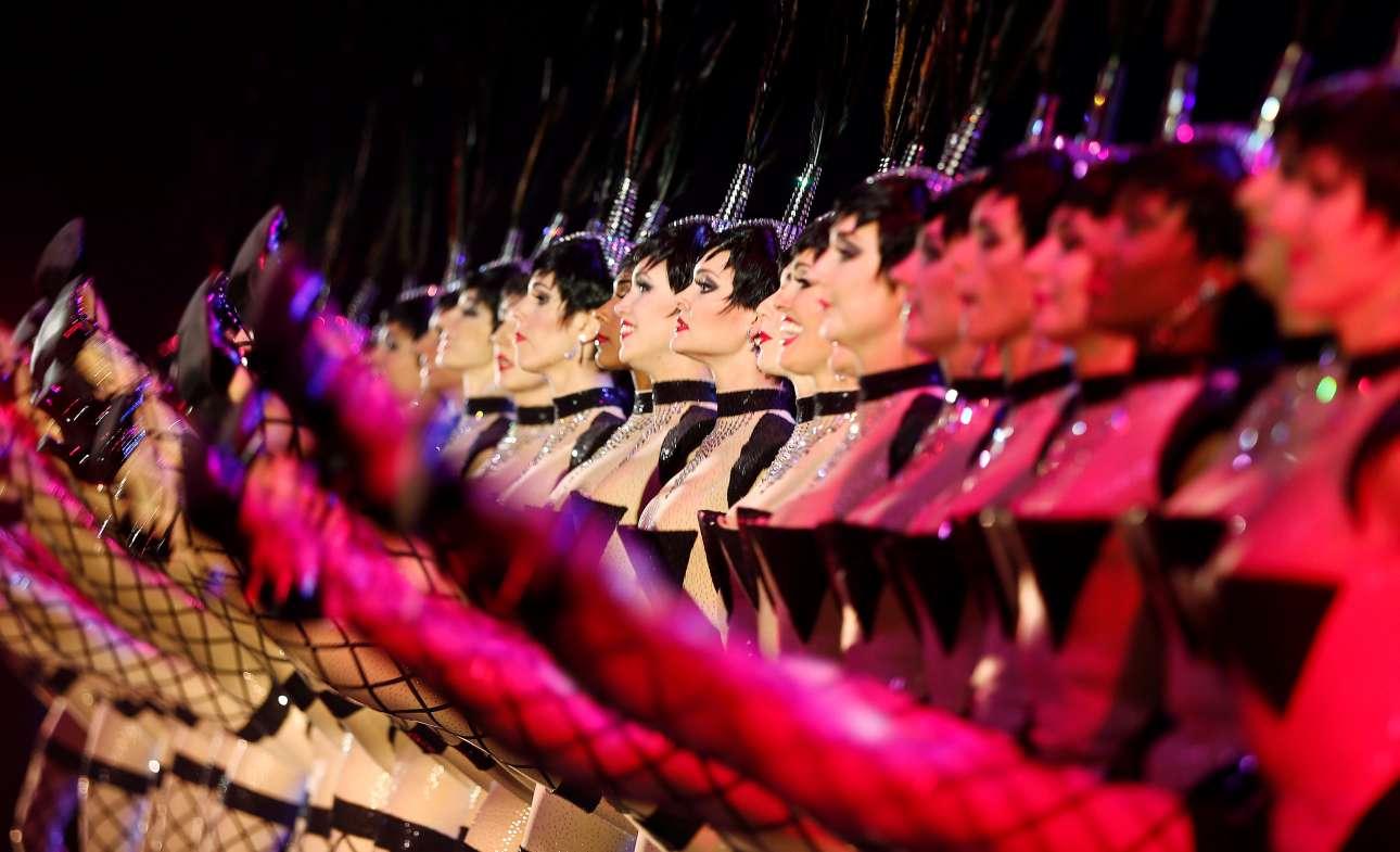 Χορευτικά εναλλάσσονται με ακροβατικά και μουσικά νούμερα προσπαθώντας να αποδώσουν την αίσθηση του ονείρου