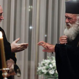 Η ιστορική στιγμή της οριστικής ρήξης κράτους-Εκκηλησίας με τον Αρχιεπίσκοπο να ζητάει από τον Νίκο Φίλη να «κόψει»