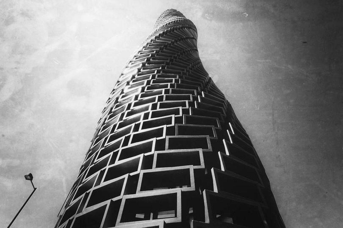 Ενας σύγχρονος πύργος της Βαβέλ που θυμίζει την ταινία «Μετρόπολις» στην Ιαπωνία