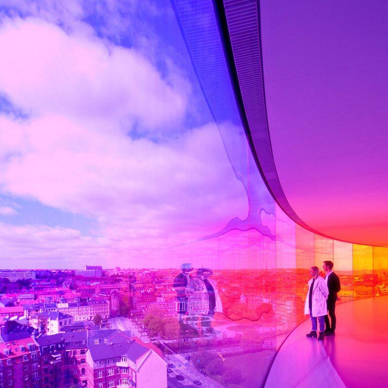 Η πολύχρωμη εγκατάσταση του Ólafur Elíasson που απογείωσε την επισκεψιμότητα του παλαιότερου μουσείου της Δανίας, το ARoS στην Κοπεγχάγη