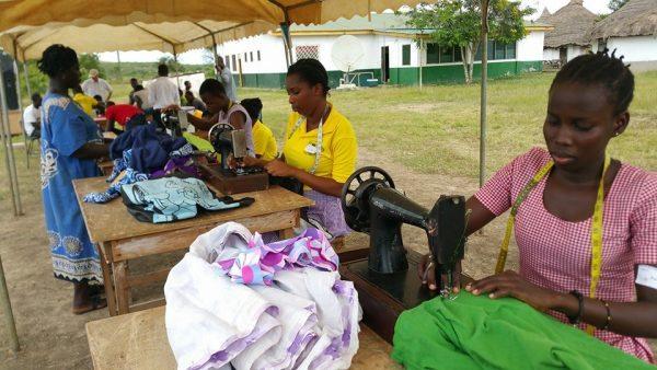 Repair-Café-Ghana-naaimachines